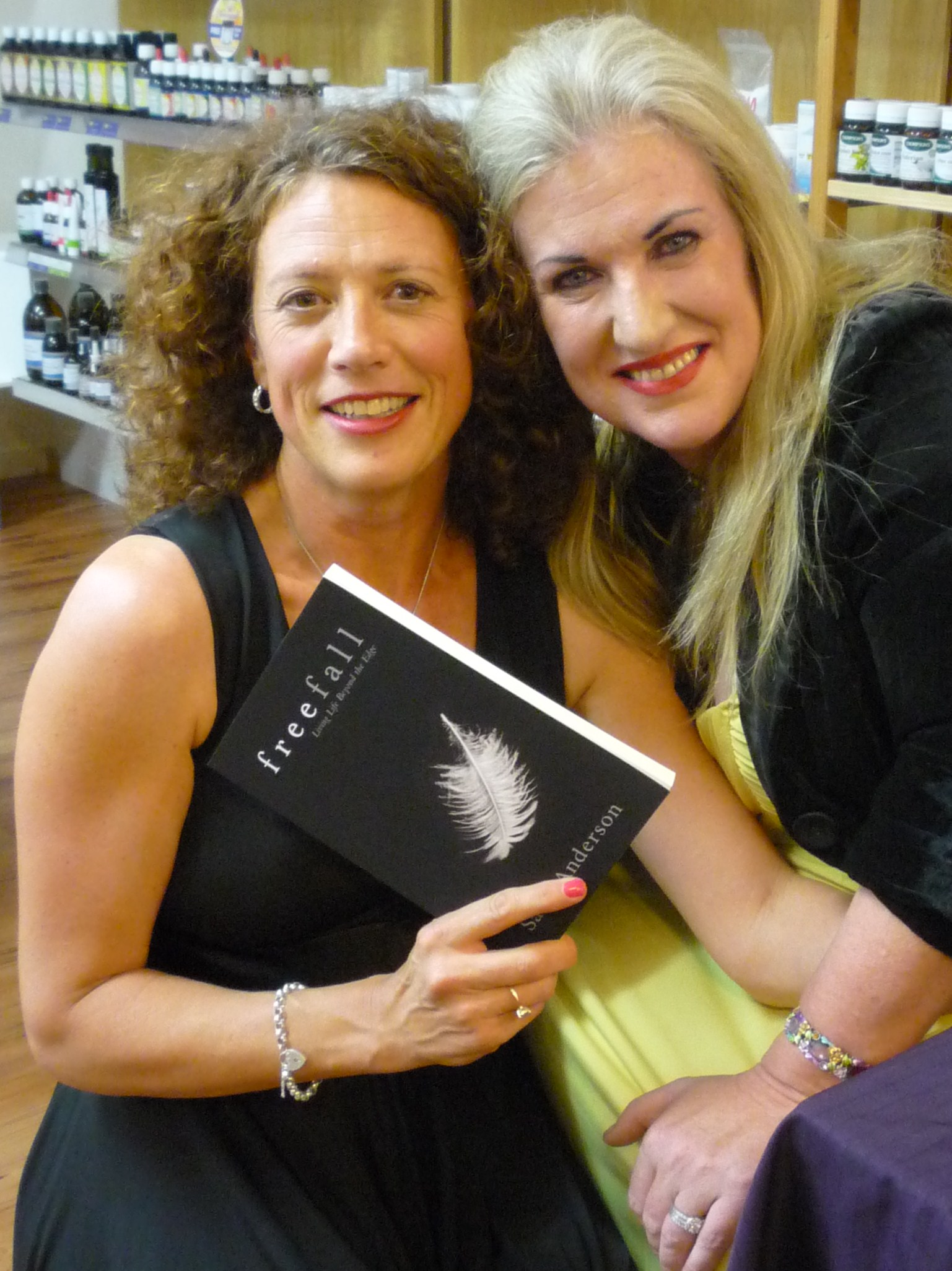 sally-anderson-and-janelle-at-freefall-booklaunch